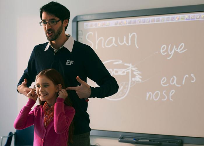 Sử dụng ngôn ngữ cơ thể cho phép bạn biểu đạt nhiều hơn và hiệu quả hơn với những kiến thức giảng dạy